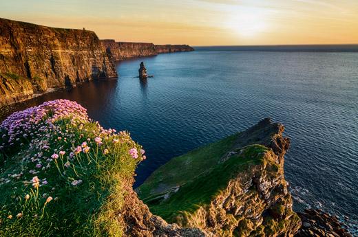 viajar-irlanda-moto-acantilados-moher