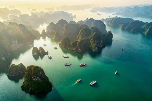 viaje-vietnam-camboya-bahia-halong-1