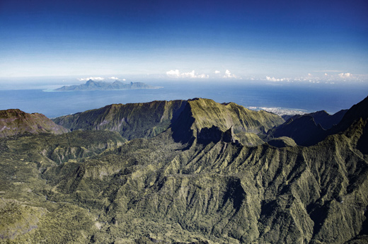 tahiti-divers-TNH-154-©-Grégoire-Le-Bacon-Tahiti-Nui-Helicopters